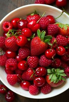 Fruit And Vegetables Photography Healthy 39 Ideas Obst und Gemüse Fotografie g. Fruit And Vegetables Photography Hea Red Fruit, Fruit And Veg, Fruits And Vegetables, Berry Fruits, Vegetables List, Vegetables Photography, Fruit Photography, Delicious Fruit, Yummy Food