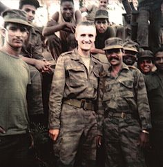 Angolan, Soviet, and Cuban soldiers pose for a group photograph near Cuito Cuanavale. Soviet Army, Soviet Union, World Conflicts, Warsaw Pact, Super Images, Brothers In Arms, Defence Force, African History, Special Forces