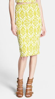 Mellow, yellow retro skirt.