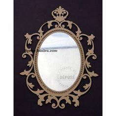 Magnifique miroir à customiser composé de bois médium et de plexi miroir d'excellente qualité dimension environ 30 cm de large x 50 cm de haut épaisseur 6mm Certificat de dépôt horodaté N°D4612-2195