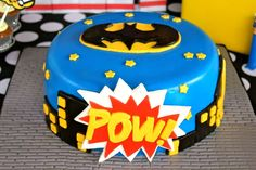 Cake at a Superhero Party - My husband loves batman! So doing something like this for his birthday! Batman Birthday, Batman Party, Superhero Birthday Party, Boy Birthday Parties, Birthday Bash, Birthday Ideas, Birthday Cakes, Batman Cakes, Superhero Cake