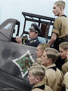 ✠ Hermann Graf (24 October 1912 – 4 November 1988) RK 24.01.1942 Leutnant d.R. Flugzeugführer i. d. 9./JG 52 + 17.05.1942 [93. EL] Leutnant d.R. Staffelführer 9./JG 52 + 18.05.1942 [11. Sw] Leutnant d.R. Staffelkapitän 9./JG 52 + 16.09.1942 [5. Br] Oberleutnant d.R. Staffelkapitän 9./JG 52