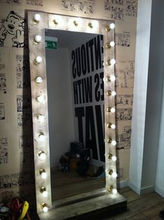 Mirror with lights, will be making one of these for my bathroom.