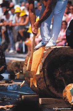 *** Aizkora o corte de troncos con hacha, uno de los deportes rurales más duros y espectaculares de Euskadi. En las apuestas, el aizkolari puede realizar incluso sesiones de dos horas. Sin duda debe estar dotado de fuerza y buena preparación #Euskadi #BasqueCountry #Deporte Rural