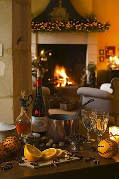 *Mulled Wine or Wassail (Old English wæs hæl, literally 'be you healthy') refers… Merry Christmas, Christmas And New Year, Winter Christmas, All Things Christmas, Christmas Home, Rustic Christmas, Christmas Vignette, English Christmas, Southern Christmas