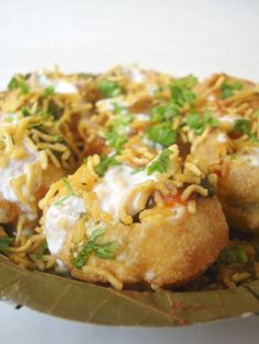 Dahi Sev Puri, is a simple Indian street food recipe that is quick to make. Mashed potatoes, onions, tomatoes, yogurts, green and sweet chutney and sev are all you need for this chaat.