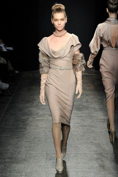 Donna Karan Fall 2011 Ready-to-Wear Fashion Show - Arizona Muse