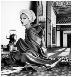 Icon Lisa Fonssagrives in robe by Jean Dèsses, La Bahia Palace in Marrakech, Morocco, 1951, photo by Irving Penn, published in Vogue, Januar.1952..