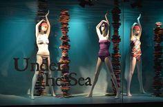 WEBSTA @ lucianaolivieriarq - Ja que falei e ouvi muito de moda hoje... #referencia de vitrine maravilhosa! Loja: The Bay Under The Sea#inspo #inspiracao #inspiration #windowdisplay #vitrine #varejo #moda #fashion #retaildesign #projetodeloja #visualmerchandising #vm #arquitetura #archilovers