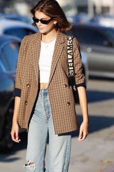 Kaia Gerber Wore the Most On-Trend Madewell Item With Jeans - Kaia Gerber Madewell blazer Source by olgamessmer - Fall Fashion Outfits, Blazer Fashion, Autumn Fashion, 80s Fashion, Womens Fashion, Fall Fashions, Fashion 2018, Curvy Fashion, Stylish Outfits