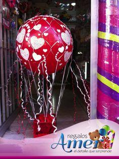 Envoltura de regalo, con globo de tres pies, latex impreso con corazones.