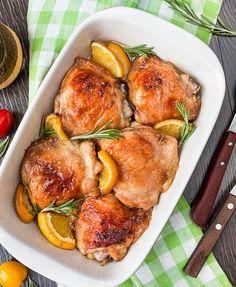 Курица с апельсином - Kurkuma project (Проект Куркума) Трудно поспорить с тем, что курица едва ли не самая популярная птица на нашем столе. Она всегда доступна и разнообразна в приготовлении. Маринад из соевого соуса сделает обычную курицу пряной, слегка сладковатой, нежной и очень вкусной. Промаринованное таким способом, мясо птицы становится мягким, а при запекании приобретает аппетитную золотистую корочку. Готовится быстро, получается вкусно и на вид красиво.