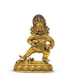 黑财神创作年代十八世纪尺寸高11cm估价20,000 - 30,000 RMB作品分类佛教文物其它作品描述内蒙古  黑财神藏名臧哈纳玻,乃是东方佛里的金刚不动佛,是藏传佛教崇拜的五姓财神之一。为了利益娑婆众生解脱穷困之苦而化现,在密宗认为,黑财神是五姓财神中施财立即见效的财神,甚至称他为财神王。此尊四肢粗壮结实,线条简单大方,身体与姿态威猛生动。头戴五骷髅冠,发如火焰,神态忿怒。右手托嘎巴拉碗,左手持吐宝鼠,左展姿脚踏持财天,安住莲花月轮座上。本件黑财鎏金靓丽,工艺讲究,整体保持了蒙古作品浑厚雄壮的特质,颇具气势。 红铜鎏金  拍卖公司北京匡时国际拍卖有限公司拍卖会2015秋季拍卖会专场名称作意——佛教艺术专场拍卖日期2015-12-05