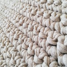 Crochet T Shirts, Braided Rug, T Shirt Yarn, Merino Wool Blanket, Kitty, Stars, Rugs, Knitting, Projects