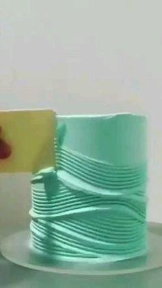 Buttercream Cake Designs, Cake Decorating Frosting, Cake Decorating Designs, Cake Decorating Videos, Birthday Cake Decorating, Cake Decorating Techniques, Cake Decorating Amazing, Cake Pop Boxes, Wave Cake