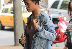 Rihanna in Holly Dyment portrait ring
