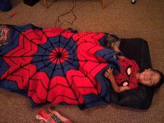 crochet spiderman blanket - very clever! Crochet Bebe, Crochet For Kids, Knit Crochet, Yarn Projects, Crochet Projects, Sewing Projects, Spiderman Blanket, Spiderman Web, Crochet Crafts
