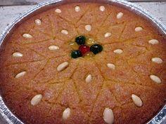 """Η Συνταγή είναι από κ.  Tzela Antonopoulou  – """"ΟΙ ΧΡΥΣΟΧΕΡΕΣ / ΗΔΕΣ"""".    Υλικά  2 κεσεδάκια γιαούρτι αγελάδος ( το κλασικό με την πετσουλα από πάνω)  1/2 κιλό σιμιγδάλι χονδρό  2 κεσεδάκια ζάχαρη  1 κεσεδάκι νερό  2 βανιλιες  Χυμό από μισό Greek Sweets, Grapefruit, Watermelon, Candy, Desserts, Recipes, Food, Kitchen, Food Cakes"""