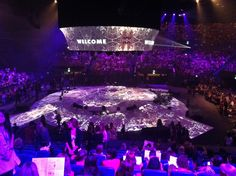 Hillsong Colour 2011 - Cylindrical edge blended projection
