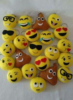 Keychain - key ring - heart - gift idea- felt keychain - party favors - Valentine's - love - sweet 16 - party - Patchyz by Kathleen Flask Felt Crafts Diy, Felt Diy, Crafts For Kids, Arts And Crafts, Sewing Toys, Sewing Crafts, Sewing Projects, Emoji Craft, Felt Keychain