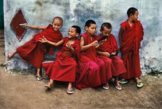 steve mccurry(1950- ), india. karnataka. bylakuppe. 2001. Young monks play with computer games in Sera Monastery. http://pro.magnumphotos.com/Asset/-2K7O3RTMP4L3.html