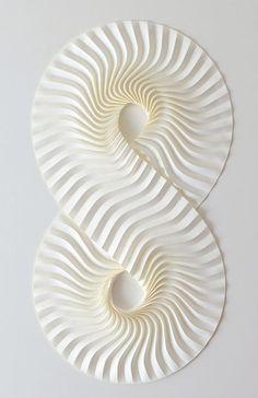 Sobre el frágil papel se han llegado a escribir historias que perduran en el tiempo infinito. Paper Art by Nishimura Yuko, Japan