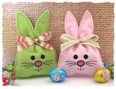 Bunny Treat Bag in the hoop - GG Designs Embroidery Embroidery Fonts, Machine Embroidery, Embroidery Designs, Sewing Crafts, Sewing Projects, Bunny Bags, Diy Ostern, Boyfriend Crafts, Easter Crafts For Kids