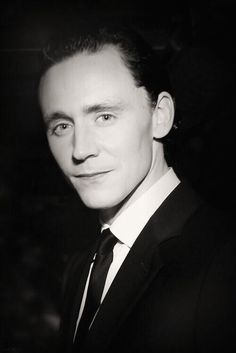 what a beautiful headshot of Hiddles!