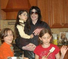 Paris Jackson, Lisa Marie Presley, Elizabeth Taylor, Familia Jackson, Jackson Family, The Jacksons, King Of Hearts, Dance Outfits, Beautiful Children