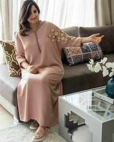 Arab Fashion, Muslim Fashion, Modest Fashion, Fashion Outfits, Kurta Designs, Morrocan Kaftan, Caftan Gallery, Night Gown Dress, Mode Abaya