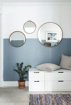 Jeg tror, det eneste nye møbel, vi har købt, er vores spisebord Make a great station for putting on clothes by adding a small desk og drawers in your hallway. The half painted walls give the space a great. graphic look. Room Colors, Wall Colors, House Colors, Color Walls, Half Painted Walls, Half Walls, Room Wall Painting, Living Room Paintings, Creative Wall Painting