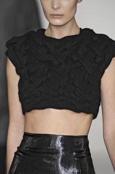 Knitted crop top with interlocking structure; chic fashion details // Cushnie et Ochs