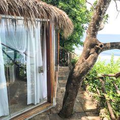 Meilleurs hôtels à Bali (à tous les prix) - Digital Nomadess Ubud, Glamping, Bungalow, Le Prix, Great Hotel, Architecture, Apartments, Firewood Holder, Carved Wood
