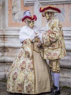 Elegant Carnival of Venice costumes in cream and floral ~ 2016 Venetian Costumes, Venice Carnival Costumes, Venetian Carnival Masks, Mardi Gras Carnival, Carnival Of Venice, Venetian Masquerade, Masquerade Ball, Masquerade Costumes, Venice Carnivale