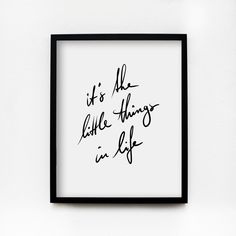 IT'S THE LITTLE THINGS IN LIFE - Sometimes, it just needs to be in cold print. Decorate your flat with the typo poster in a generous size and keep your daily inspiration always in sight.