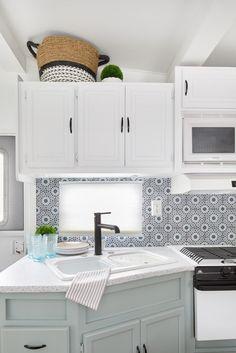 Tiny Home Kitchen – Jo Alcorn Designs Small kitchen in a Trailer, two toned kitchen, kitchen backsplash Image Size: 4480 x 6720 Source Caravan Makeover, Camper Makeover, Camper Interior Design, Interior Exterior, Camper Renovation, Home Renovation, Motorhome, Caravan Vintage, Vintage Campers