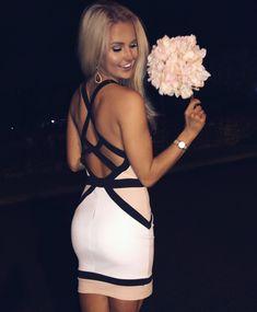 Strapped formal dress instagram: @SheaLeighMills || Nashville blogger style || sorority formal dress ideas