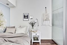 Un Studio, Grande Armoire, Small Studio Apartments, Gravity Home, White Interior Design, Interior Ideas, Small Places, Floating Nightstand, Sweet Home