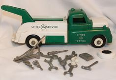 Vintage Louis Marx Toys Plastic Cities and Service Tow Truck with Accessories | eBay