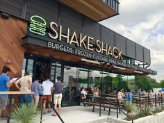 Shake Shack - Zilker - 31 tips from 2269 visitors Mall Facade, Retail Facade, Retail Signage, Shop Facade, Restaurant Exterior Design, Exterior Signage, Cafe Design, Store Design, Interior Design
