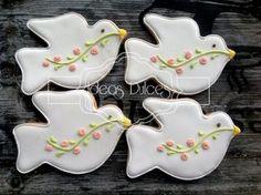 Galletas palomas en curuba Baptism Cookies, Baby Cookies, Cute Cookies, Easter Cookies, Holiday Cookies, Cupcake Cookies, Cupcakes, Iced Sugar Cookies, Royal Icing Cookies