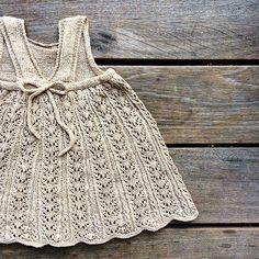 Viewed from the back #sommerblondekjole #summerlacedress #firstdraft #knitting #knitting_inspiration #jentestrikk #barnestrikk #knitforkids #knittingforolivespuresilk #knittingforolive