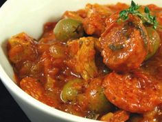sauté, chorizo, pulpe de tomate, olive verte, oignon, basilic, bouquet garni, ail, huile