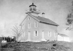 Photographs, history, travel instructions, and GPS coordinates for Pilot Island Lighthouse.