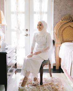 Muslimah Wedding Dress, Hijab Wedding Dresses, Dream Wedding Dresses, Wedding Prep, Wedding Sets, Malay Wedding Dress, Kebaya Lace, Akad Nikah, Wedding Photoshoot