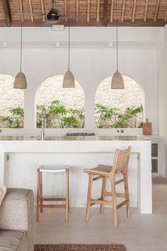Deco Design, Design Moderne, Bali Style Home, Beautiful Villas, Kitchen Stools, Mediterranean Homes, Apartment Interior, Kitchen Interior, Bungalow