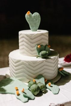 Wedding cake with geometric pattern and prickly pear