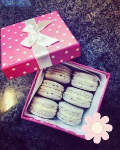 Macarons, Gift Wrapping, Gifts, Gift Wrapping Paper, Presents, Macaroons, Gifs, Gift Packaging, Present Wrapping