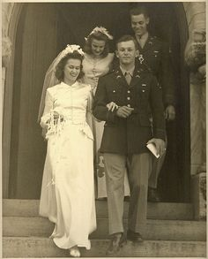 Wartime Wedding – 41 Emotional Vintage Pictures Show the Marriages of Soldiers in the Past ~ vintage everyday 1940s Wedding, Vintage Wedding Photos, Vintage Bridal, Wedding Pics, Wedding Couples, Wedding Bride, Vintage Photos, Vintage Weddings, Romantic Weddings