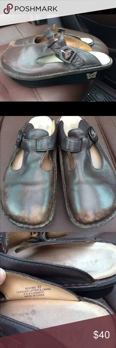 Alegria Nursing Slide Clogs PG Lite 37 Has some wear on the toes as pictured. Size 37 which equates to 6.5 or 7 in US sizing Alegria Shoes Mules & Clogs